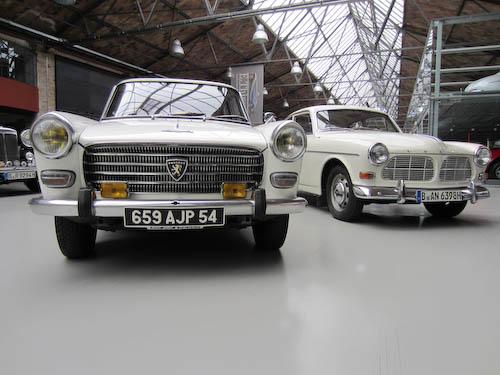 Peugeot 404 und Volvo P121